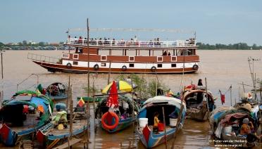 boot met touristen bootjes