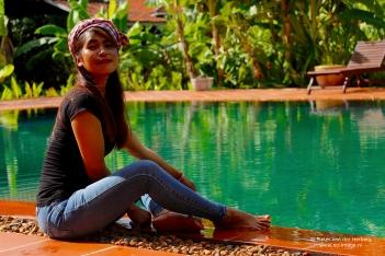swimming pool sit
